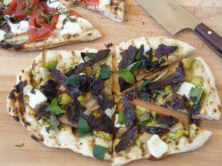 Grilled-pizza with Wietnamese beef jerky