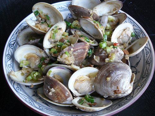 Stir-fried clams in spicy bean sauce recipe