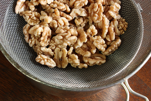 Salted caramelized walnuts draining