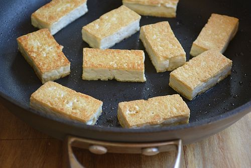 Panfried-tofu-with-pickled-ginger-pan