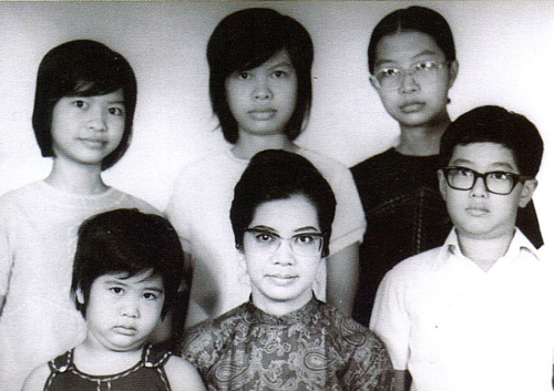1975-photo-family-cropped