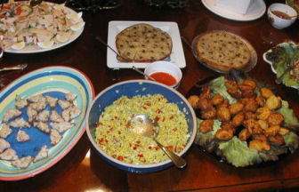Pot_luck_with_viet_food_3