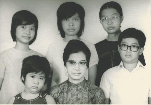 ANguyen-family--b4-leaving
