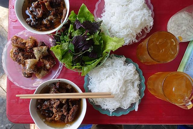 Hanoi-bun-cha-oct2015-by Karen Shinto