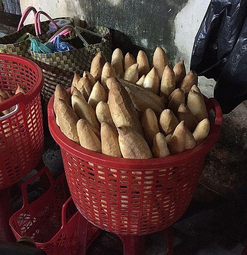 Banh-mi-bread-hoi-an