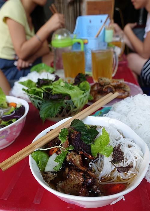 Hanoi-bun-cha-oct2015-tall