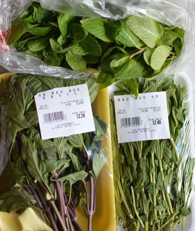 Herbs-basil-rau-om