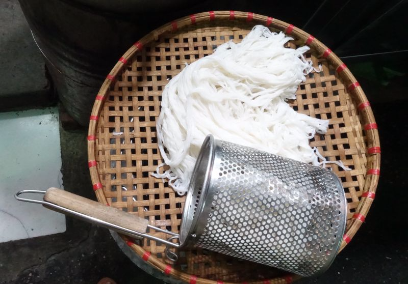 Pho-noodles-strainer - photo by Karen Shinto